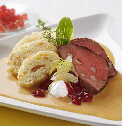 Sirloin in cream sauce with dumplings (Svickova)